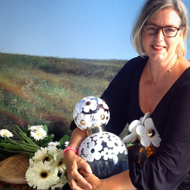 Today a visited a playground with giant lovely smelling #daisy #flowers #MJDaisyChainAMS