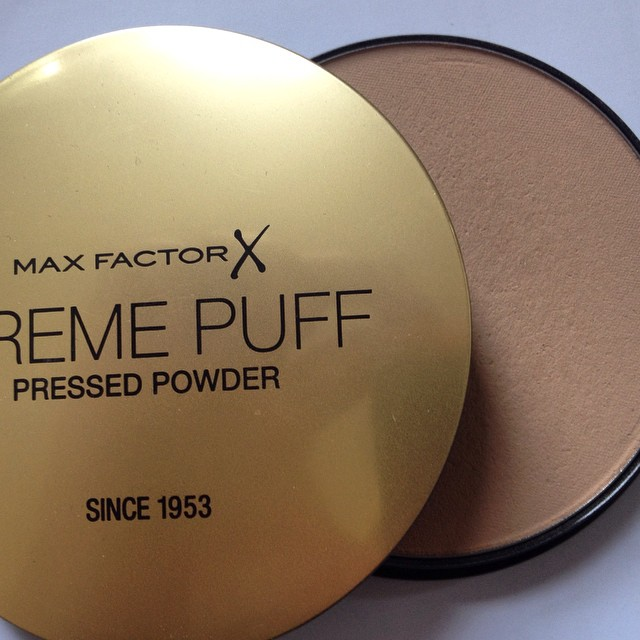 My best friend at daytime to get rid of excess shine on my face #maxfactor #cremepuff #facepowder