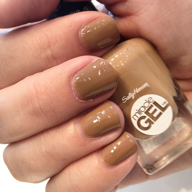 #sallyhansen introduces the first #gel based #nailpolish without the need of a uv or #led lamp #miraclegel