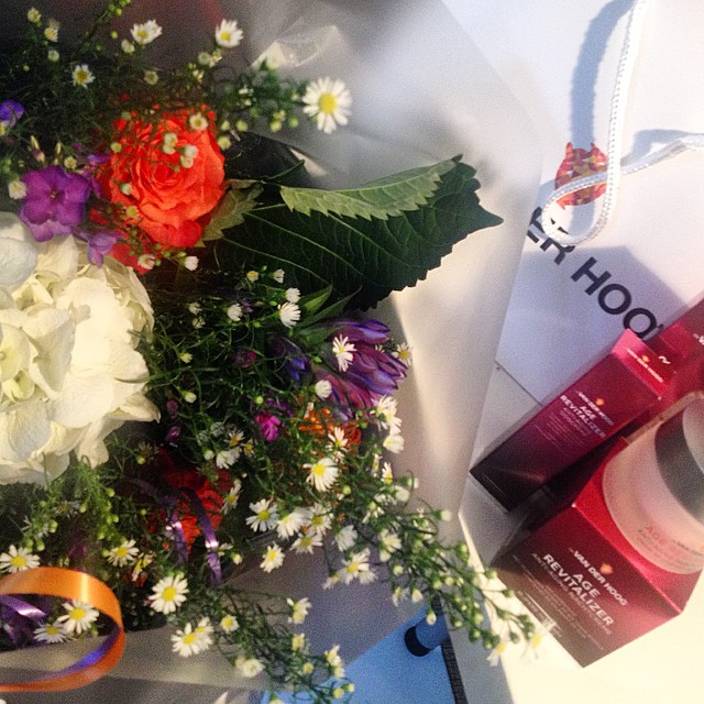 Beautiful flowers and interesting skincare, it makes my day #drvanderhoog #fsagency #pr #flowers #antiaging #skincare #dutch #beautybrands #beautynews #holland