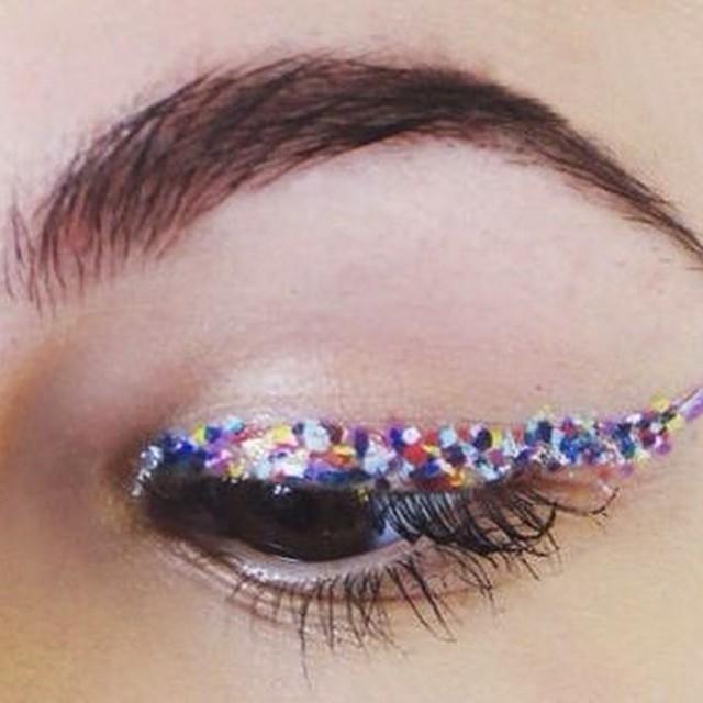 #confetti #eyeliner #inspiration #instabeauty #beautyjournaal