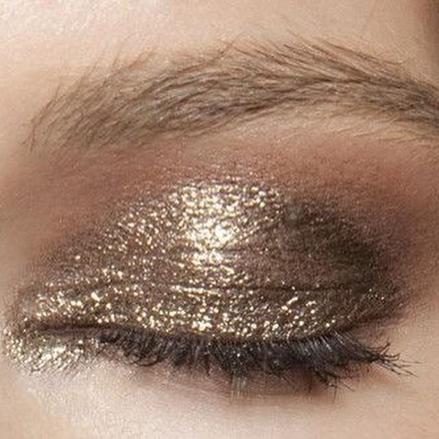 A hint of #xmas #eyemakeup #bronze #beautyjournaal #instabeauty