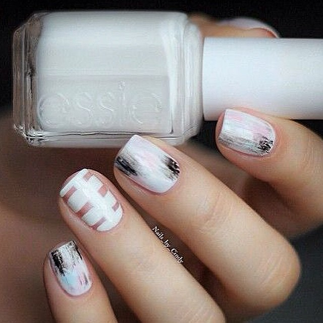 Lovely #nailart in #white #inspiration #instabeauty #beautyjournaal