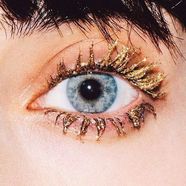 Spider lashes - life is a #lash #inspiration #instabeauty #trend #eyes @beautyjournaal_daily