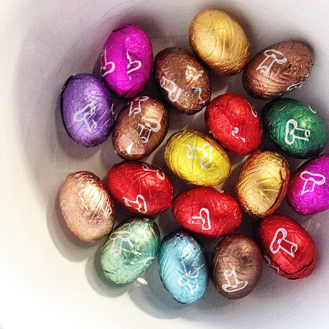 Today we were producing a nice makeup video tutorial with the lovely mua #elkewillemen for @maccosmetics and enjoying our tasty chocolate #easter #eggs wrapped in inspiring #colors