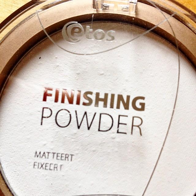 Simple products do the job @etos #finishingpowder #skin #makeup @beautyjournaal_daily
