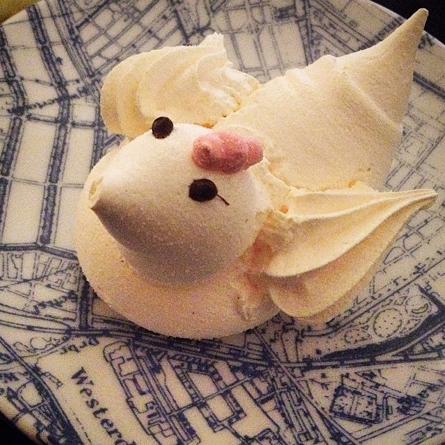 It's almost Easter. Enjoying this little merengue chicken from Amsterdams best patissier @pompadour!