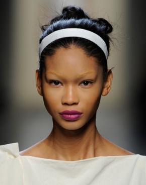 Chanel Iman gebleekte wenkbrauwen