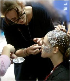 Lydia maakt model op voor Bibi van der Velden show