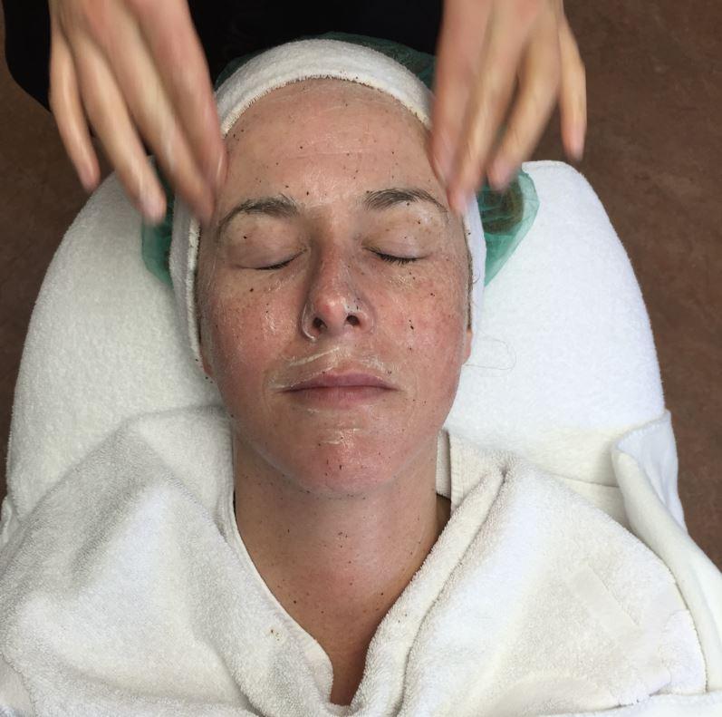 behandeling met het cacao masker