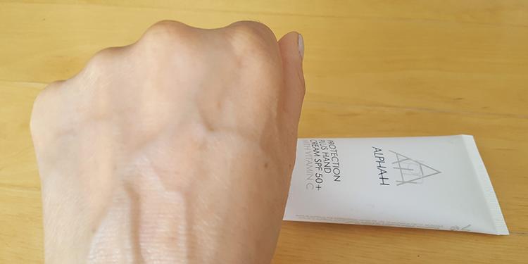 Alpha-H Handcreme Uitgesmeerd