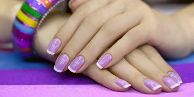 French Manicure in Regenboogkleuren