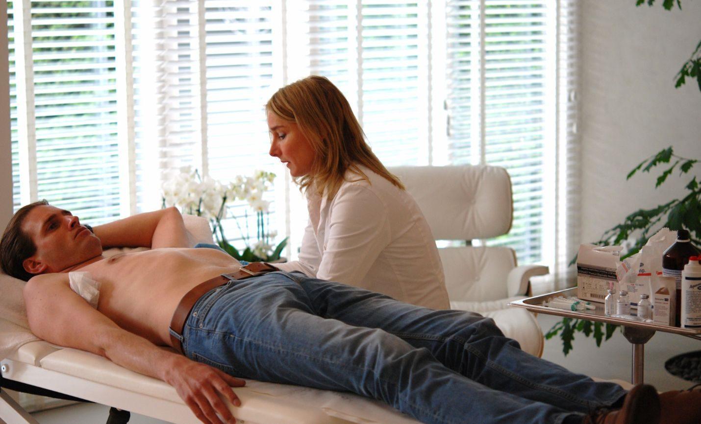 dermatoloog Aleida Dijkstra behandelt Mark met miraDry